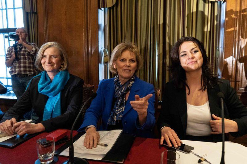 "Sarah Wollaston, Anna Soubry ir Heidi Allen.  Niklaso Halleno (""AFP"" / ""Scanpix"") nuotr."