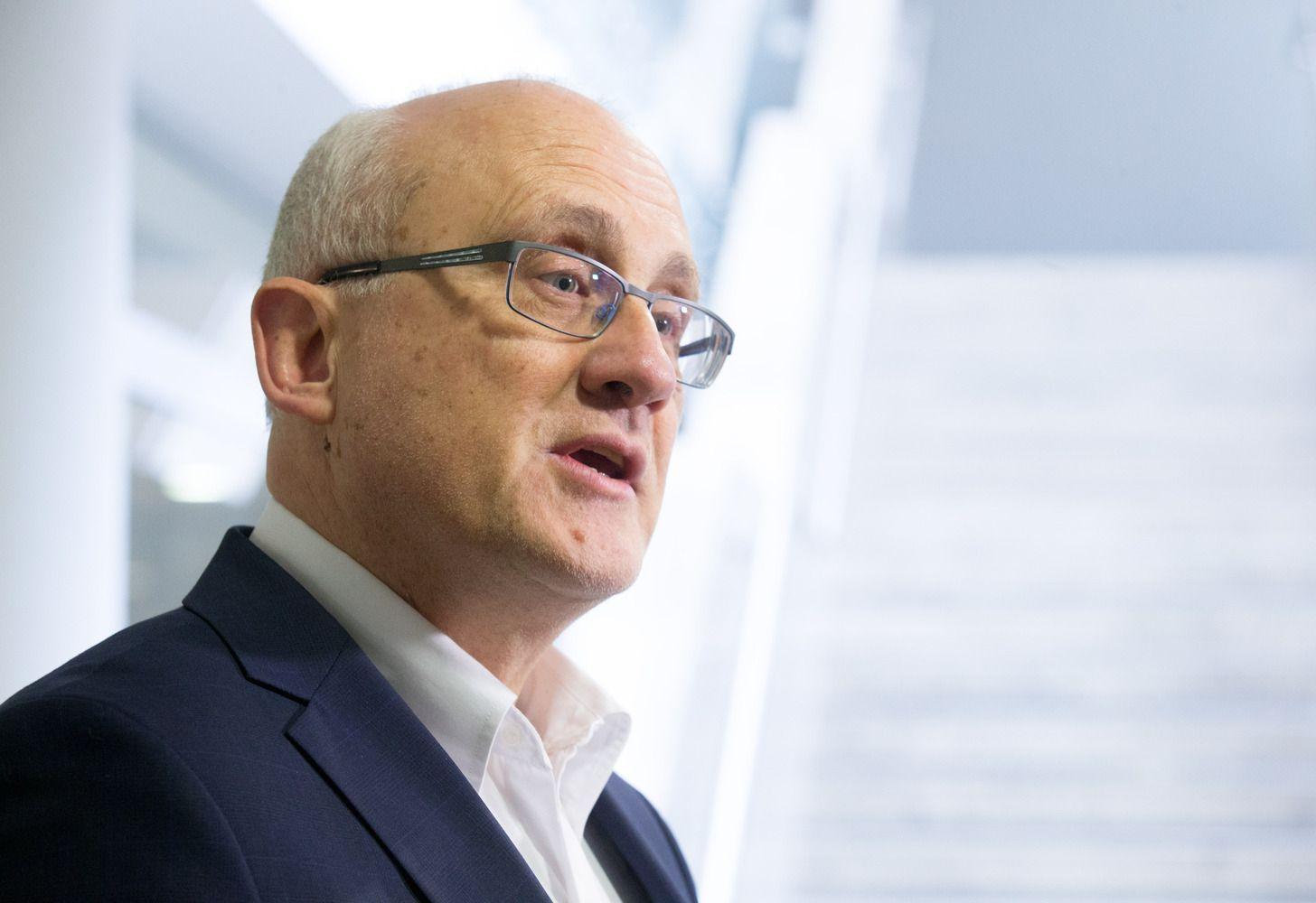 """S. Jakeliūnas: po """"Swedbank"""" skandalo darysiu viską, kad teisių neprilygintų pasui"""