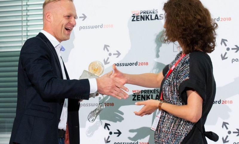 Efektyviausių rinkodaros kampanijų ir Metų CMO apdovanojimai 2018m. Mindaugas Savickas, 2018 m. nugalėtojas ir Aurelija Kazlauskienė, laurus skynusi 2017 m. Juditos Grigelytės (VŽ) nuotr.