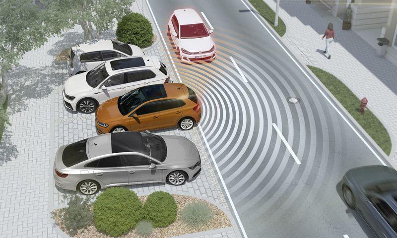 """EP ketina naujų automobilių bazinę įrangą papildyti keliomis išmaniomis aktyvaus saugumo sistemomis. """"Volkswagen AG"""" nuotr."""