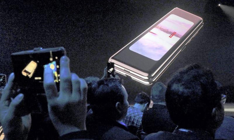 """San Franciske vykiame renginyje pristatytas naujasis """"Samsung Gallaxy Fold"""". Stephen Nellis (""""Reuters""""""""Scanpix"""" nuotr.)"""