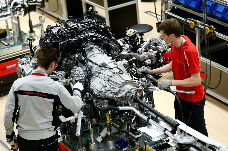Euro zonos pramonė perėjo į susitraukimo būseną