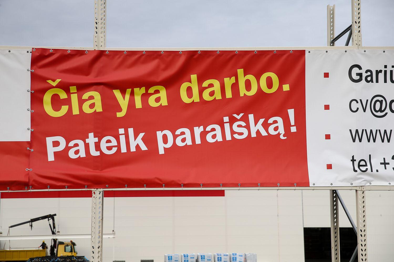 Laisvų darbo vietų Lietuvoje sumažėjo 17%