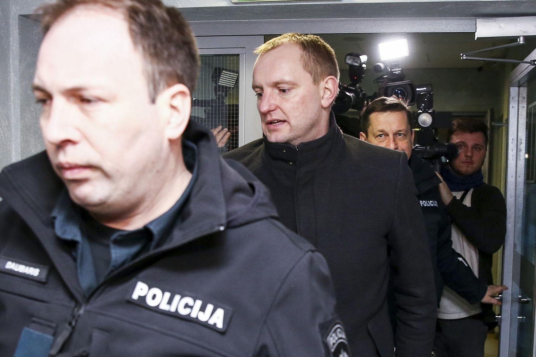 Teisėjų korupcijos byla:kratų metu pas teisėjus rasta 200.000 Eur grynųjų