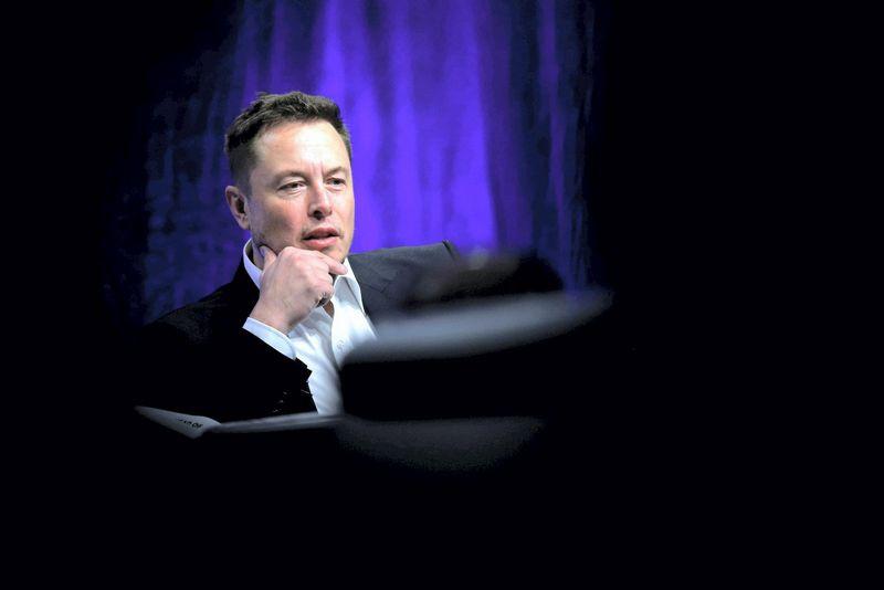 """Elonas Muskas pernai gyrėsi dirbantis po 120 valandų per savaitę. Briano Snyderio (""""Reuters"""" / """"Scanpix"""") nuotr."""