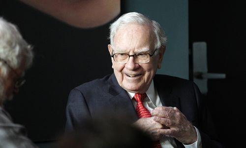 """W. Buffetas ilgam stato už """"Apple"""", """"Goldman Sachs"""" ir """"American Express"""""""