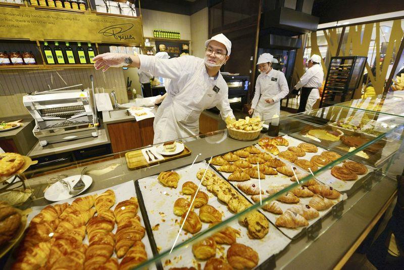 """Starbucks"" kavinė Šanchajuje. ""Reuters""/""Scanpix"" nuotr."