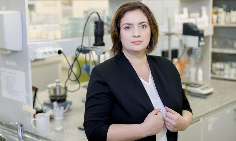 """Justina Rukšnaitė, kosmetikos UAB """"Biok laboratorija"""" naujų produktų laboratorijos vadovė. Bendrovės nuotr."""