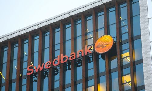 "UBS rekomenduoja pirkti skandalo atpigintas ""Swedbank"" akcijas"