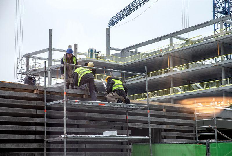 Ilgiausiai su tiekėjais vėluoja atsiskaityti statybos pramonė. Juditos Grigelytės (VŽ) nuotr.