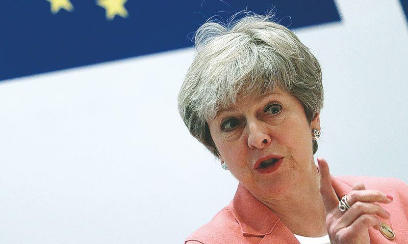 """Theresai May, JK premjerei, """"Brexit"""" atidėjimo kaip vieną iš variantų siūlo ir ES. Francisco Seco (""""AP""""/ """"Scanpix"""") nuotr."""
