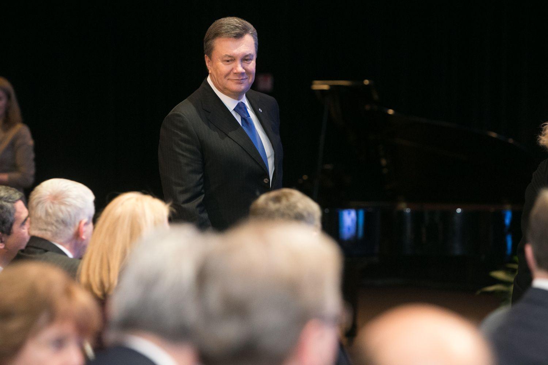 """Per """"Swedbank"""" sąskaitą Lietuvoje galėjo keliauti lėšos V. Janukovyčiui"""