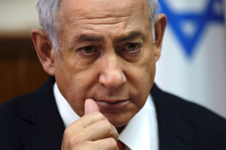 B. Netanyahu kaltinamas kyšininkavimu