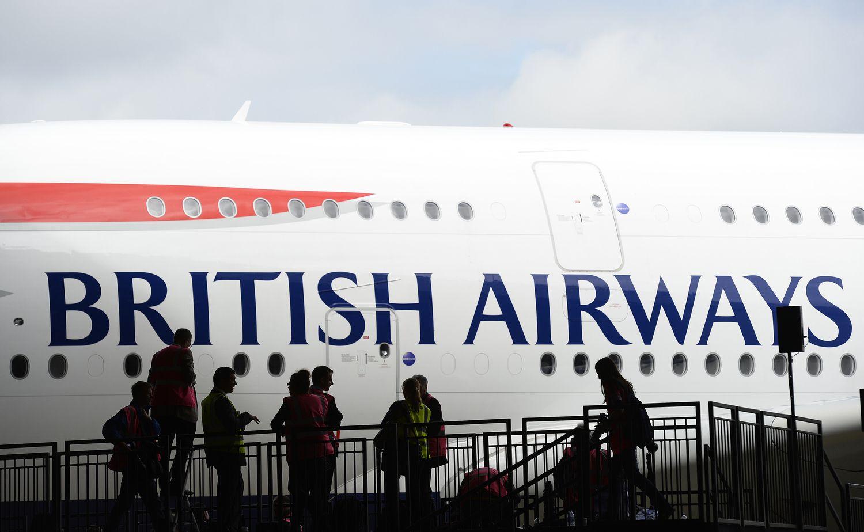 """""""International Airlines Group"""" didino pelną, bet kybo """"Brexit"""" grėsmė"""