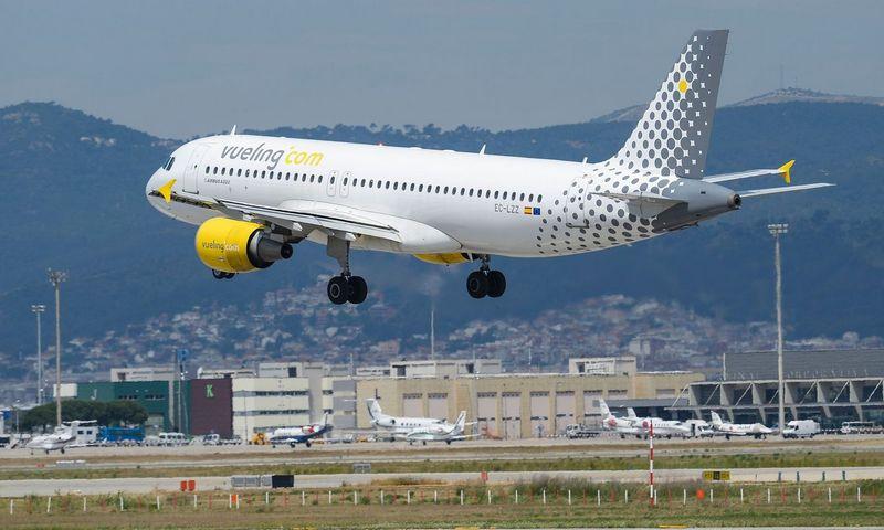 """Vueling"" oro bendrovės lėktuvas. AFP/""Scanpix"" nuotr."
