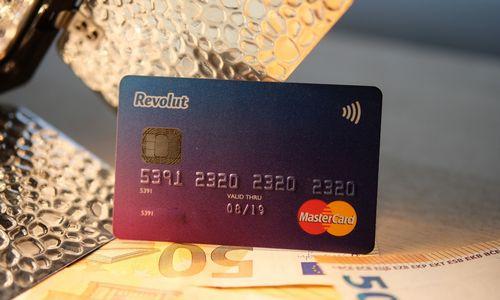 """""""Revolut"""" neigia kaltinimus neužkardžius potencialiai įtartinų transakcijų"""