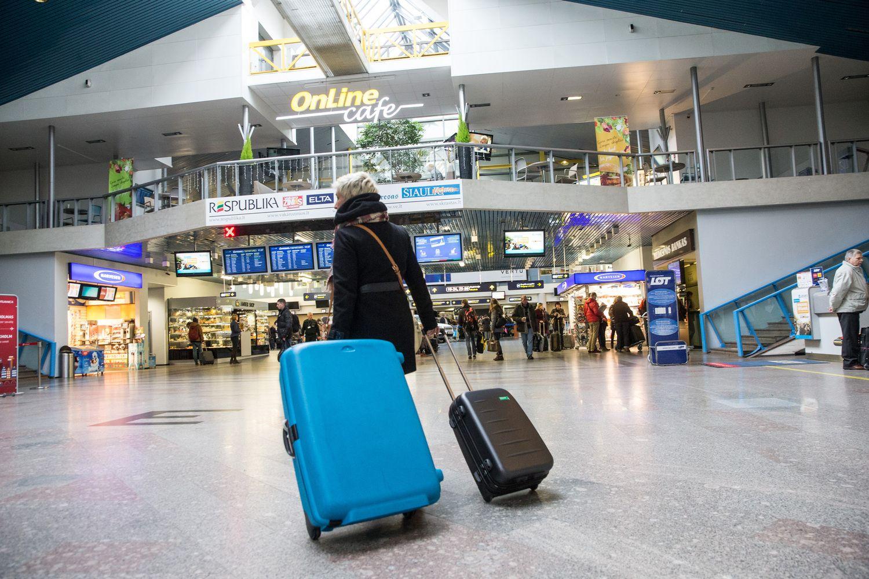 """""""Ryanair"""" ir """"Wizz Air"""" sprendimas oro uostuose išaugino registruoto bagažo srautus"""
