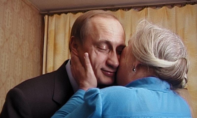 """Kadras iš Vitalijaus Manskio filmo """"Putino liudininkai""""."""