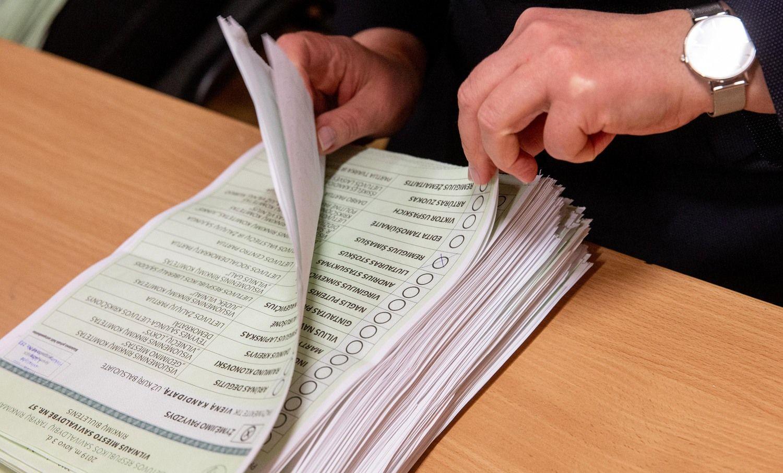 """VRK patvirtino """"valstietį"""" netiesiogiai papirkus rinkėjus, jo laukia bauda"""