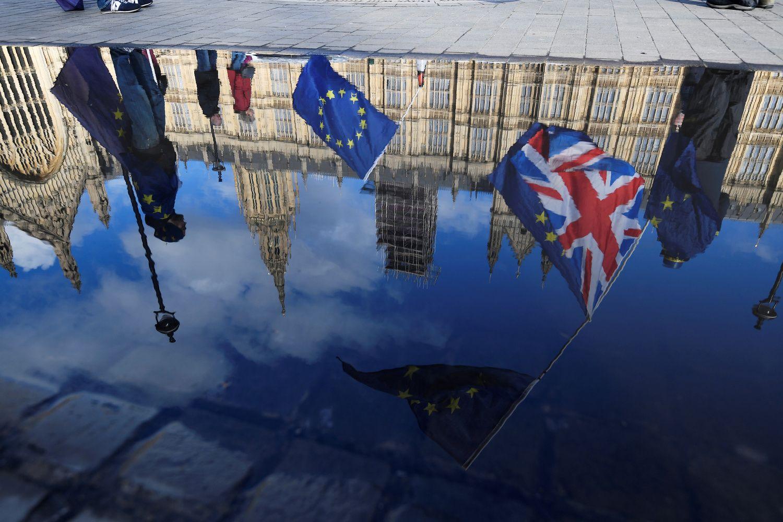 """Kietasis """"Brexit"""" bent porą metų nepakeis britų statuso Lietuvoje"""