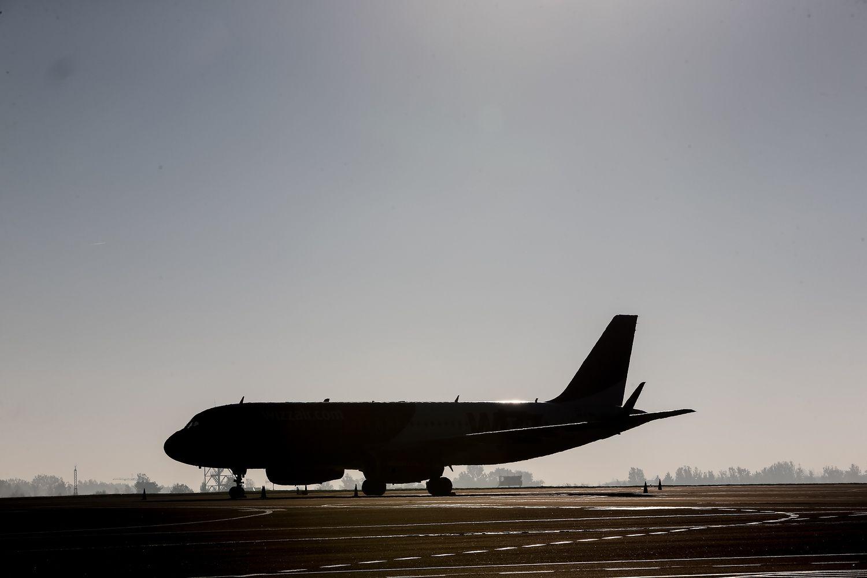 Vasarį Lietuvos oro erdvėje mažėjo tranzitinių skrydžių skaičius
