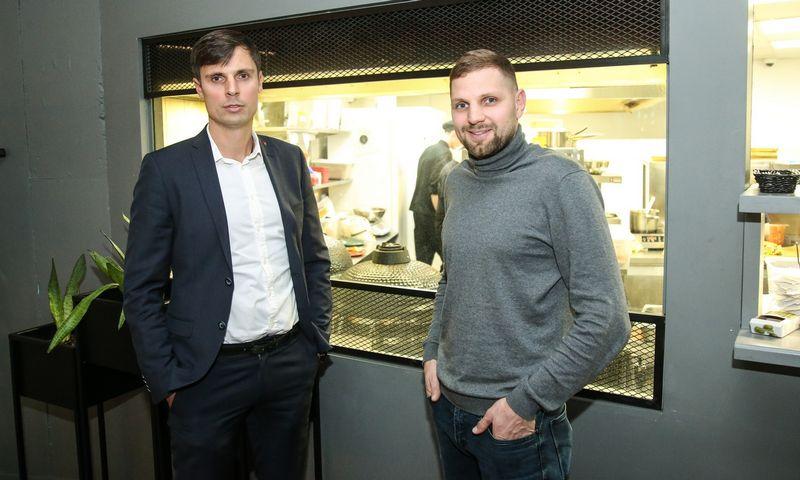 """Andrius Lavrinavičius ir  Edvinas Juškauskas, """"Grill London"""" bendraturčiai, sako, kad viena maitinimo verslo sėkmės priežasčių buvo pamatuota plėtra. Vladimiro Ivanovo (VŽ) nuotr."""