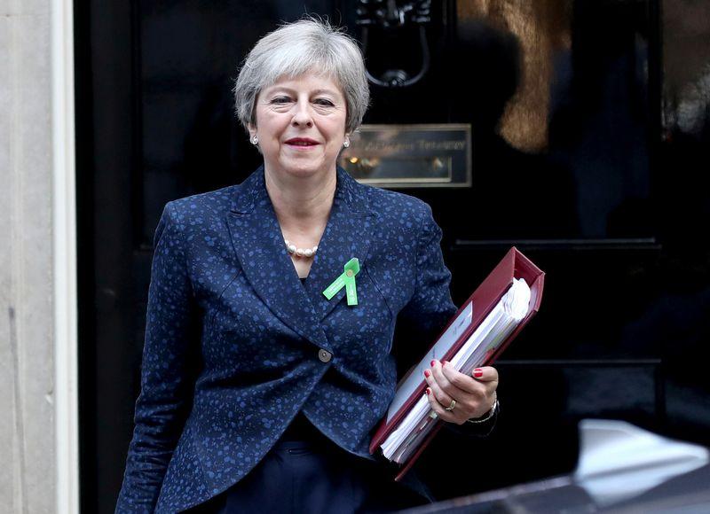"JK premjerė Theresa May. Simono Dawsono (""Reuters"" / ""Scanpix"") nuotr."