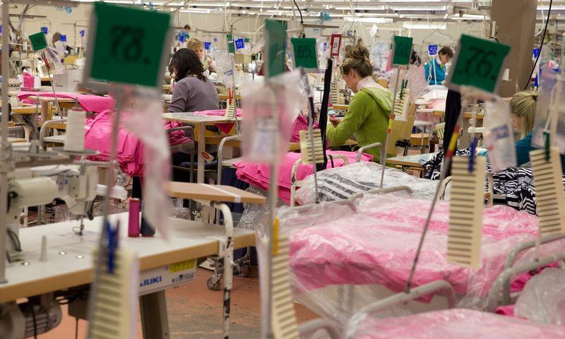 Darbo sąnaudų dalis tekstilės pramonės įmonių išlaidų struktūroje pastaraisiais metais sparčiai augo: 2012 m. ji siekė 24%, o 2017 m. – jau 34%.  Vladimiro Ivanovo (VŽ) nuotr.