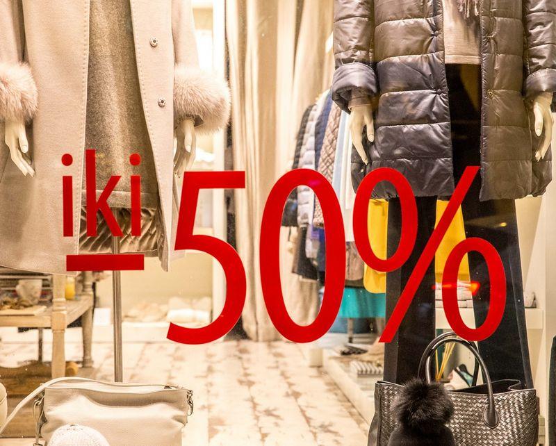 Dėl nuolaidų vsasrį drabužių kainos sumažėjo. Juditos Grigelytės (VŽ) nuotr.