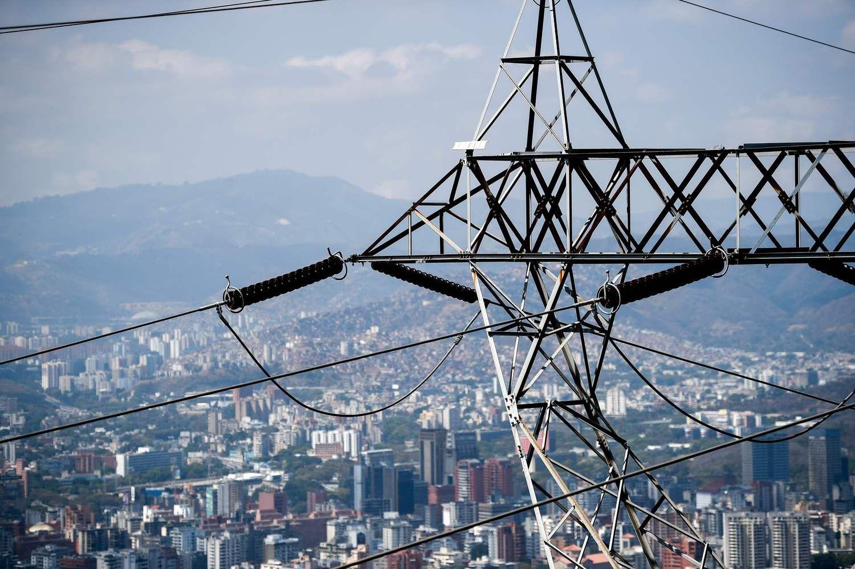 Venesuela bando atgaivinti elektros tiekimą