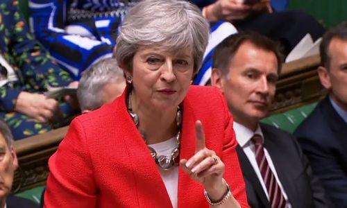 """JK parlamentarai antrą kartą atmetė Th. May """"Brexit""""susitarimą"""