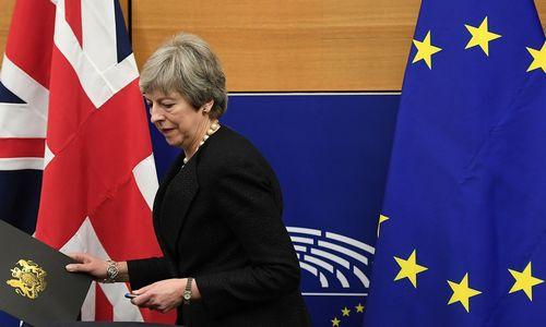 """Dar vienas """"Brexit"""" mūšis JK parlamente: trysbalsavimai"""