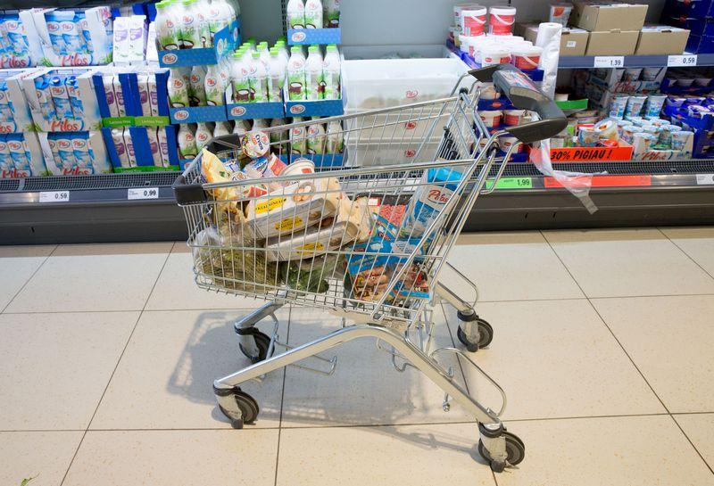 Skaičiuojant pagal SVKI, maisto prekės per metus pabrango 14%. Juditos Grigelytės (VŽ) nuotr.
