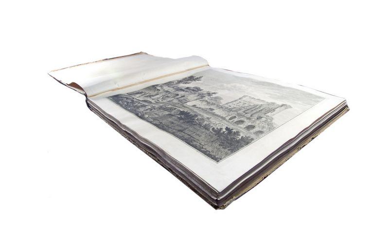 """Albumas """"Tito termų liekanos ir jų vidaus tapyba"""". ARS VIA aukciono nuotr."""