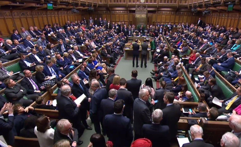 "Parlamentas T. May leido nutolinti ""Brexit"""