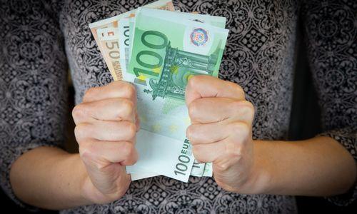 Per metus padaugėjo uždirbančių daugiau nei 1.600 Eur