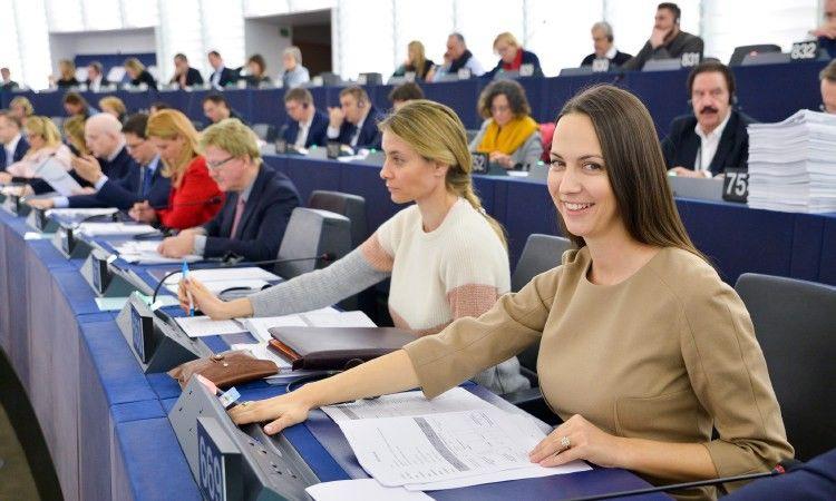 Mažesni tarpvaliutinių atsiskaitymų mokesčiai pasitarnaus ir lietuviams