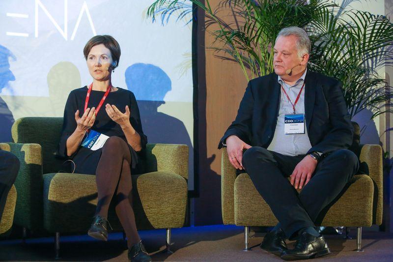 """Romualda Stragienė, UAB """"Biok laboratorija"""" direktorė (kairėje) ir Darius Masionis UAB """"CIE LT Forge"""" generalinis direktorius.Vladimiro Ivanovo (VŽ) nuotr."""