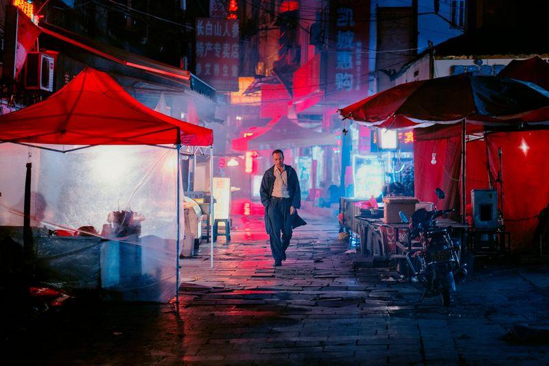 """Kinų režisieriaus Bi Gano """"Ilga dienos kelionė į naktį"""" – beveik valandos vienas kadras. variety.com nuotr."""
