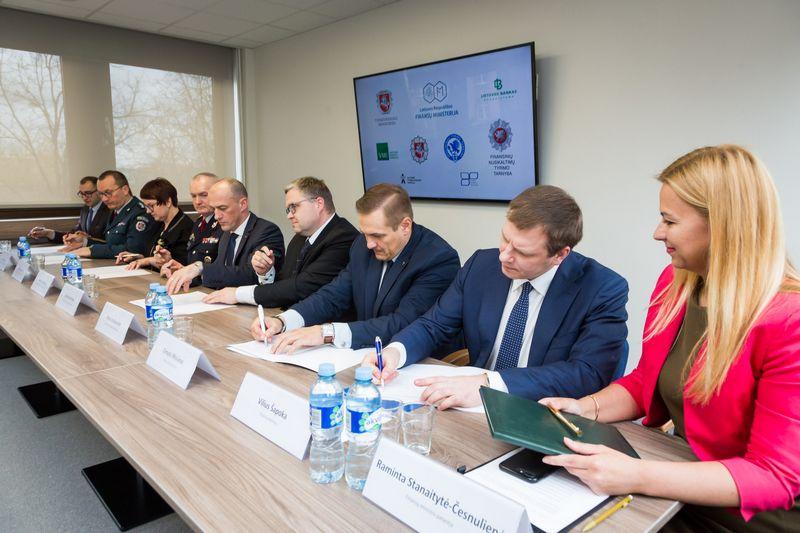 Memorandumo pasirašymo renginys pirmadienį. Finansų ministerijos nuotr.