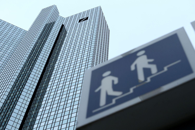 """""""Deutsche bank"""" ir """"Commerzbank"""" derėsis dėl susijungimo"""