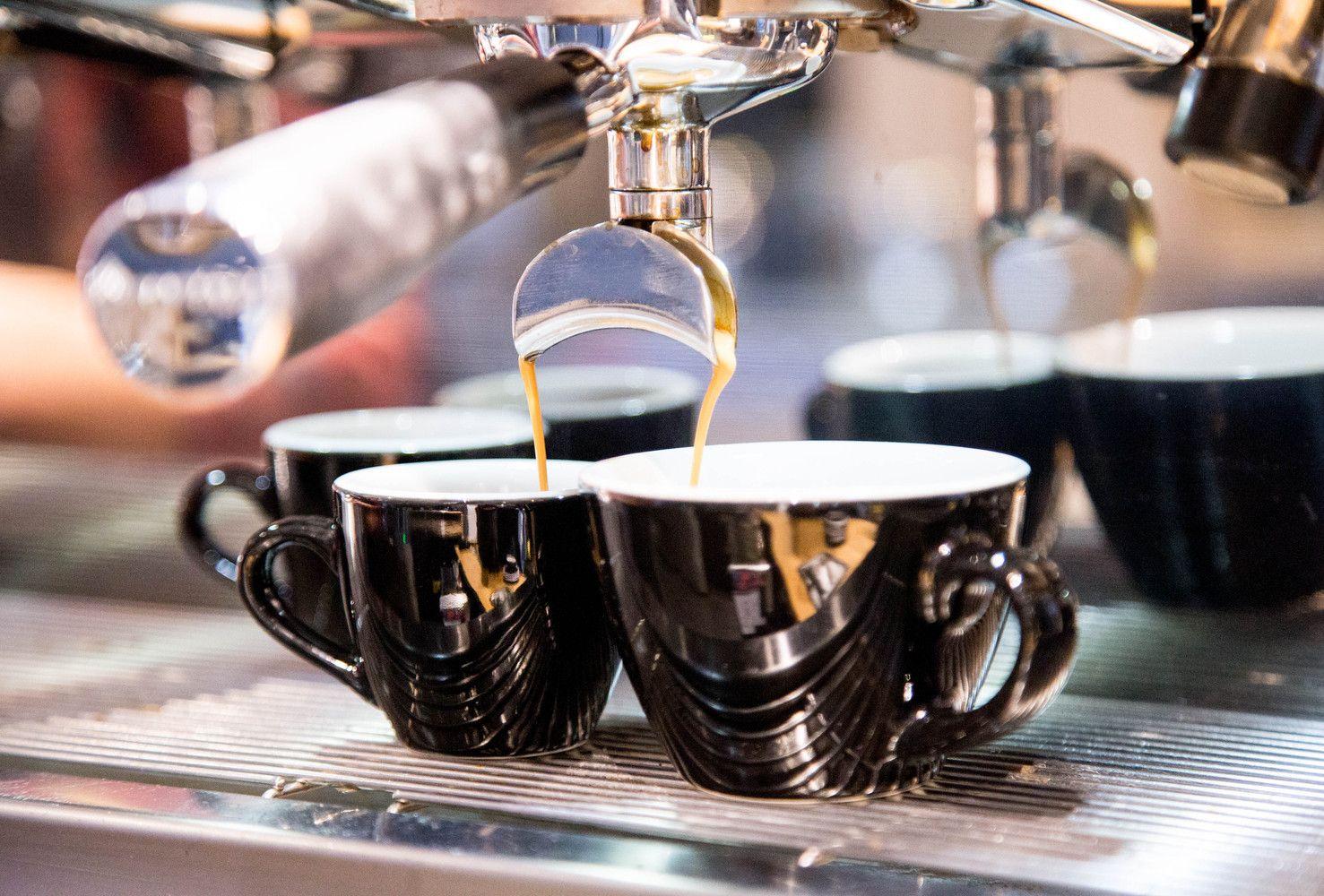 """Kaip """"Brexit"""" veikia pirkėjus: daugiausia bus taupoma kavinių ir pramogų sąskaita"""