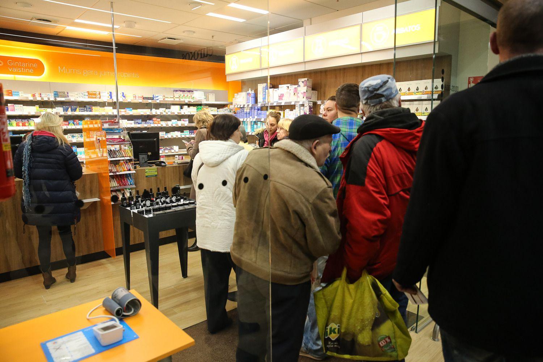 """""""Gintarinė vaistinė"""" bando elektronines kainų etiketes"""
