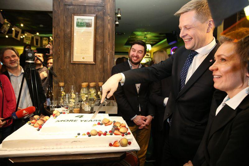 Remigijus Šimašius dar ketverių metų kadencijai užsitikrino šalies didžiausios ir svarbiausios savivaldybės vadovo regalijas. Vladimiro Ivanovo (VŽ) nuotr.