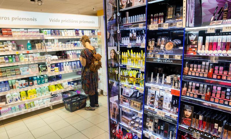 Kosmetikos ir parfumerijos skyrius prekybos centre. Juditos Grigelytės (VŽ) nuotr.