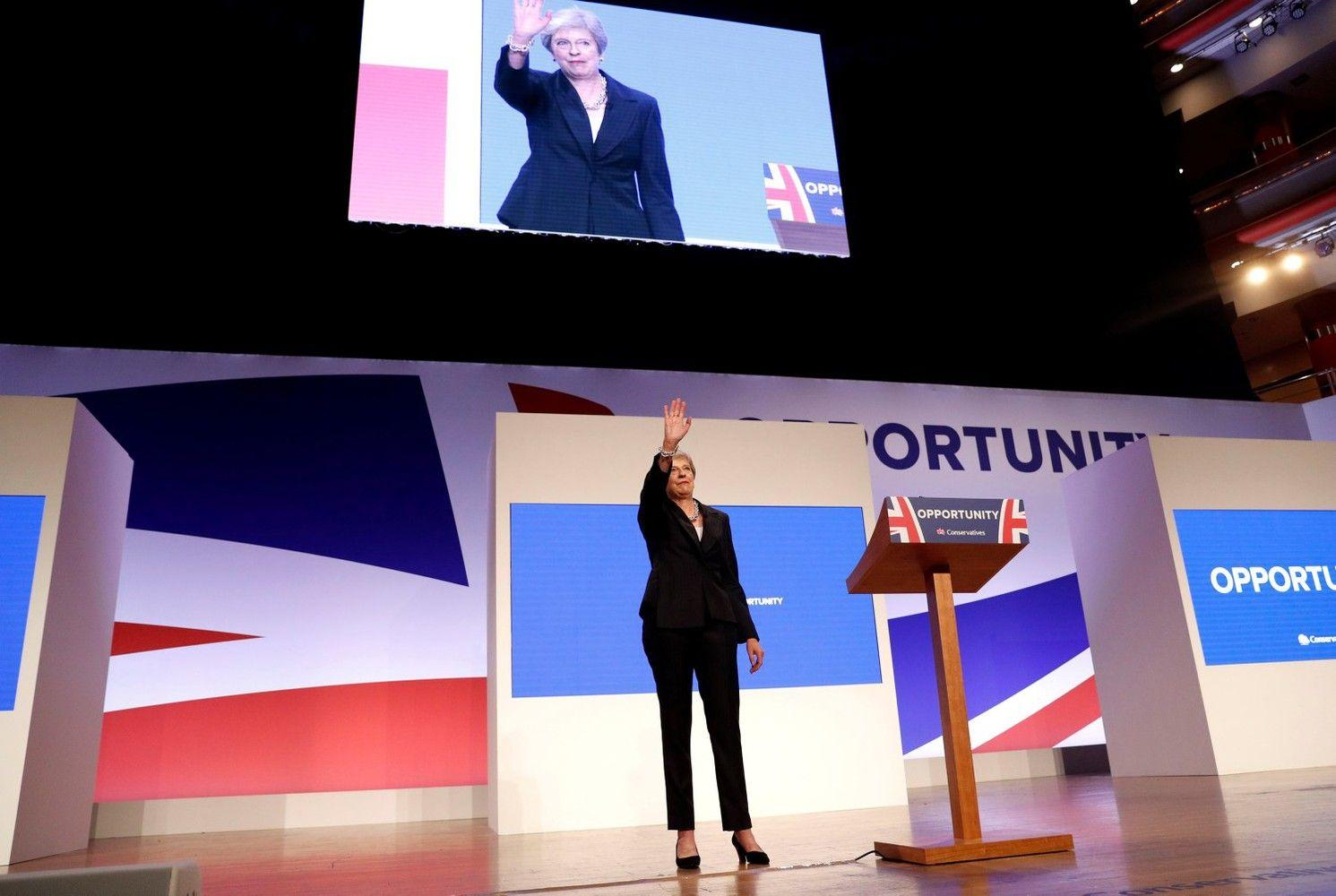 """""""Brexit"""" tampa ir Th.May karjeros pabaiga"""