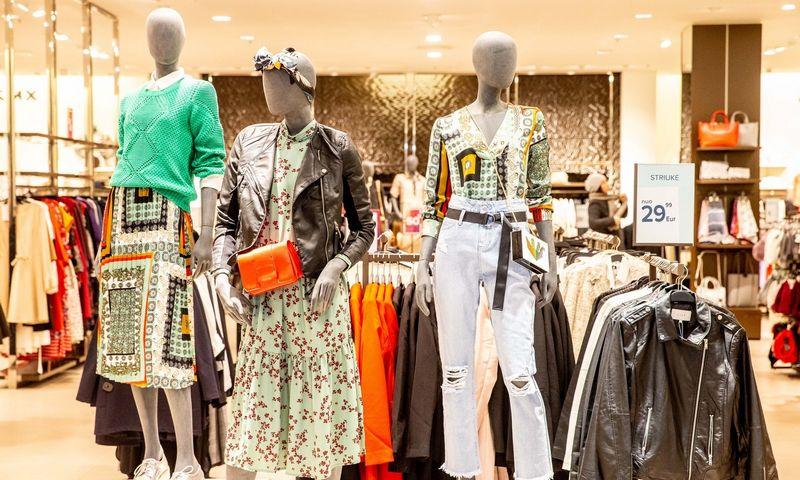 """Vidaus rinkoje vyrauja """"Apranga"""" ir """"H&M"""", kurių drabužiai siuvami ten, kur pigiau – Bangladeše, Mianmare ar Vietname.  Juditos Grigelytės (VŽ) nuotr."""