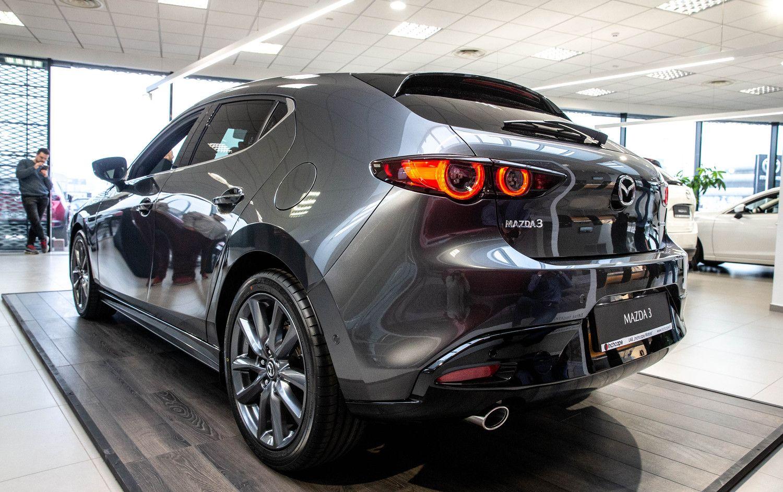 """Lietuvą pasiekusi 4-osios kartos """"Mazda3"""" akcentuoja stilių ir technologijas"""