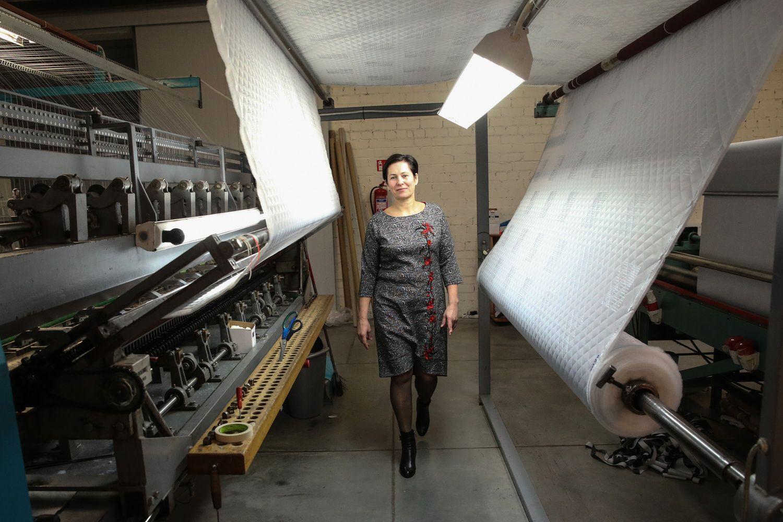 Šakių rajono siuvėjai dygsniuoja ir čiužinius, irvilkikų kilimėlius