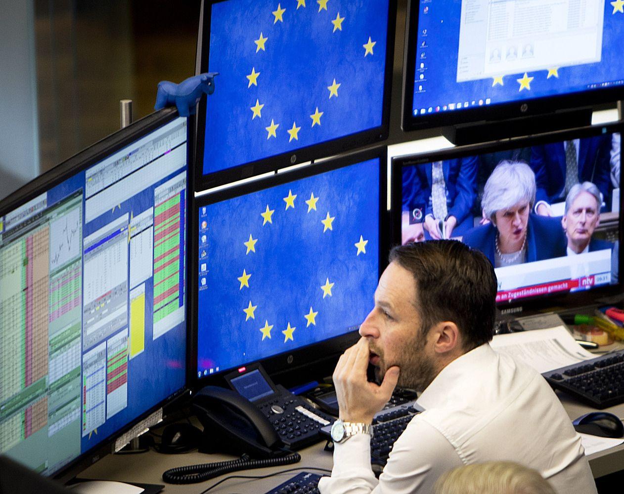 Europos biržose išsilaiko augimas